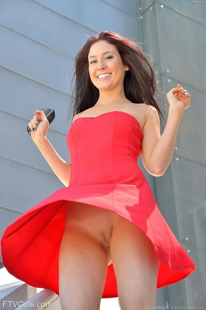 Janessa Outdoor Upskirt | Lovely Brunettes