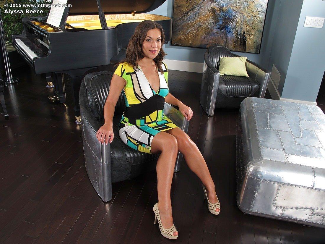 Alyssa Reece Tight Ass Play | Lovely Brunettes
